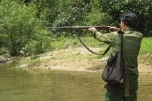 Long An: Dùng súng tự chế đi bắn cò, một thanh niên trúng đạn phải đi cấp cứu
