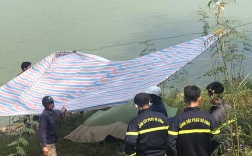 Tiền Giang: Thi thể nữ sinh mất tích nổi trên sông Vàm Cỏ