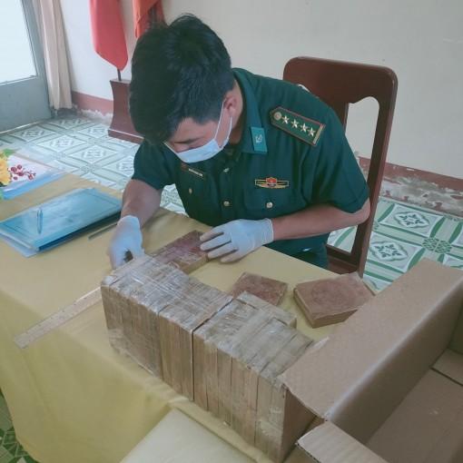 An Giang: Đồn Biên phòng Cửa khẩu Long Bình bắt vụ vận chuyển 20 bánh ma túy 7,0614 kg