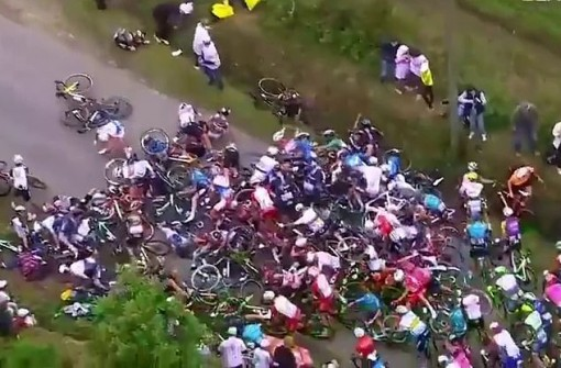 Tour de France 2021 mở màn bằng tai nạn ở chặng đua thứ nhất