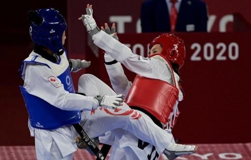 Vận động viên Trương Thị Kim Tuyền dễ dàng vào tứ kết Taekwondo ở Olympic Tokyo 2020