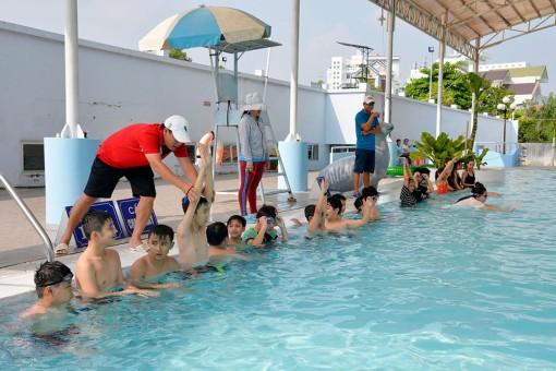 Tăng cường phổ cập bơi cho trẻ em
